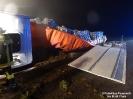 2014.11.22 VU B22 LKW Fahrer eingeklemmt